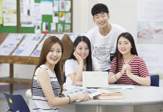 Học giao tiếp tiếng Hàn: Cách bắt chuyện với người Hàn Quốc