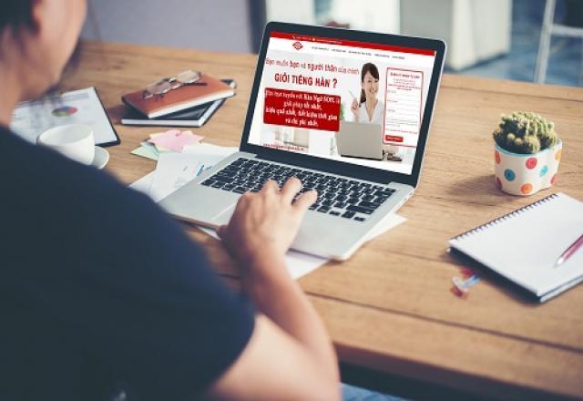 """""""Cầm cân nảy mực"""" sự khác nhau giữa học tiếng Hàn tại lớp và Online cho người bắt đầu"""